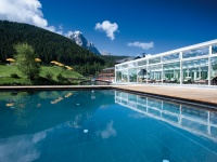 Parc facing the Dolomties with outdoor pool and chill out area