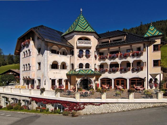 Hotel ansitz jakoberhof ortisei val gardena for Design hotel val gardena
