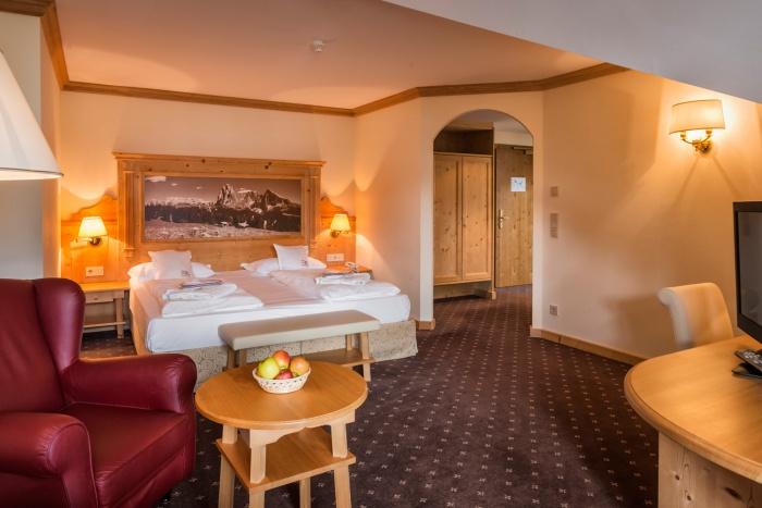 Alpin vital hotel la perla ortisei val gardena for Design hotel val gardena