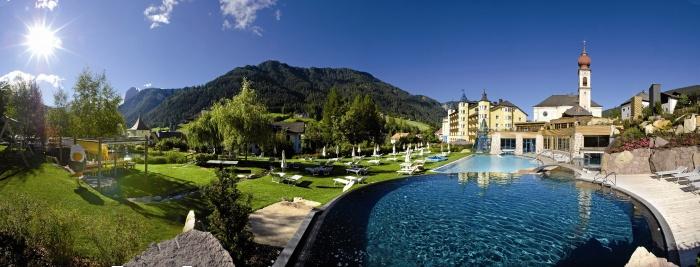 Hotel adler dolomiti spa sport resort ortisei val for Design hotel val gardena