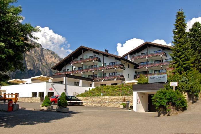 Hotel biancaneve selva val gardena dolomites for Design hotel val gardena