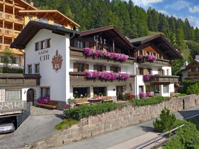 Garni cir s cristina val gardena dolomites for Design hotel val gardena