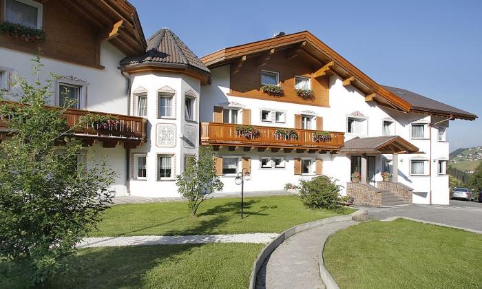 Hotel comploj selva val gardena dolomites for Design hotel val gardena