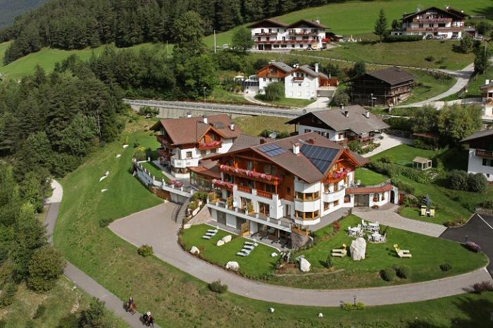 Garni hotel mirabel ortisei val gardena dolomites for Design hotel val gardena