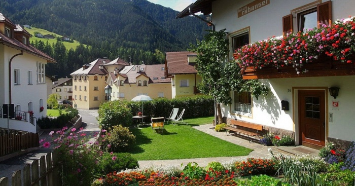 garden-lawn of Cesa Rabanser